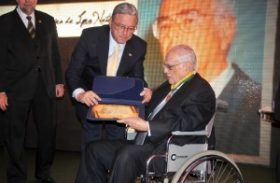Industrial Carlos Lyra recebe Medalha do Mérito da República Marechal Deodoro