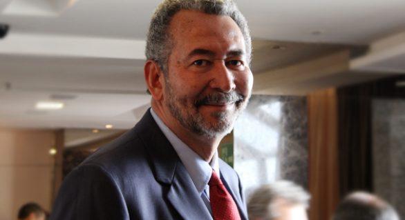 Após impeachment, Paulão defende rompimento do PT com governo Renan Filho