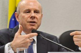 Programa de investimento será mantido em 2014 com ajuste de taxas, diz Mantega