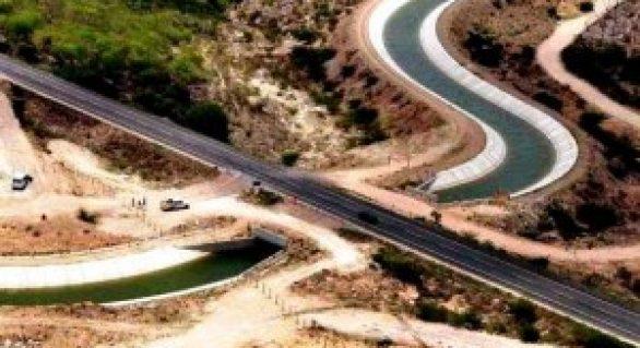 Delmiro Gouveia define construção de adutoras no Canal do Sertão