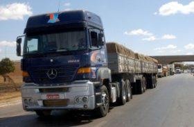 Governo entrega caminhões a agricultores em Ibateguara e São José da Laje