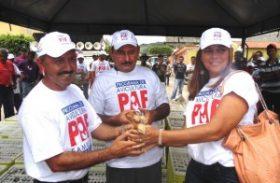 Zé Cícero realiza entrega de 3000 aves do programa PAF