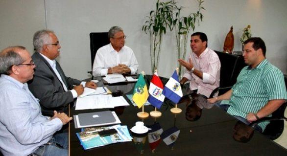 Governador recebe prefeitos para discutir demandas dos municípios