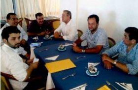 Partidos de oposição colocam sucessão na ordem do dia