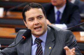 Renan Filho avisa que PMDB só define candidatos a partir de março