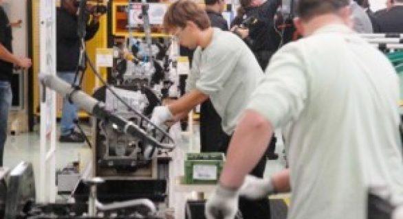 Indústria tem terceira queda seguida nas horas trabalhadas, aponta CNI