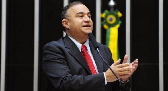 João Caldas cobra pressa na liberação de licença do estaleiro de Coruripe