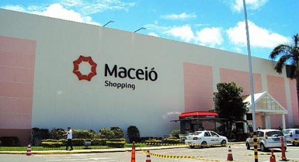 Clientes do Maceió Shopping sofrem com o calor e com a escuridão