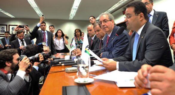 Bancada do PMDB dá o 'troco' em  Dilma e derrota governo na Câmara Federal