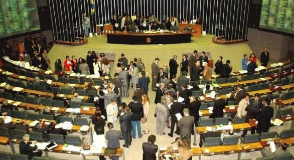 Comissão volta a reunir-se nesta terça para votar relatório preliminar da LDO