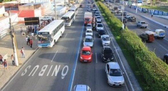 SMTT multa 10 condutores na primeira manhã de multas na Faixa Azul