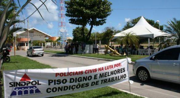"""Governo cede e policiais decidir suspender """"acampamento"""" em frente ao porto"""