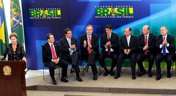Renan Calheiros participa da posse de seis novos ministros