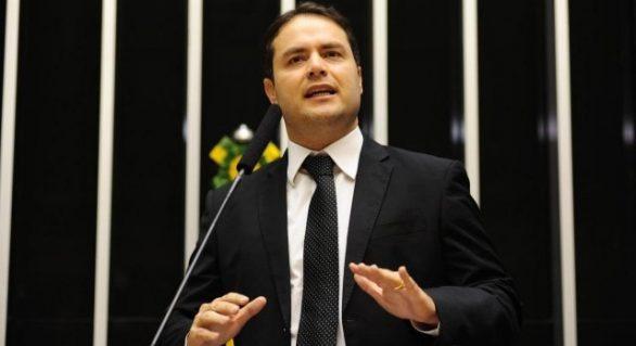 Renan Filho evita antecipar o jogo: 'um passo de cada vez'