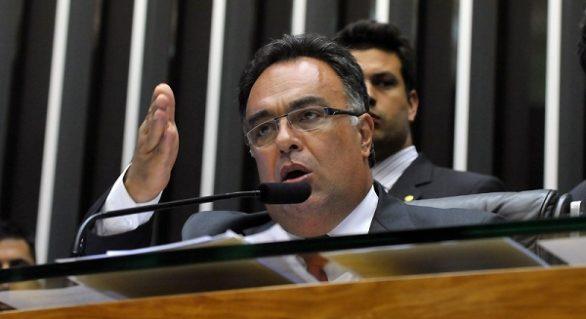 André Vargas renuncia à vice-presidência da Câmara