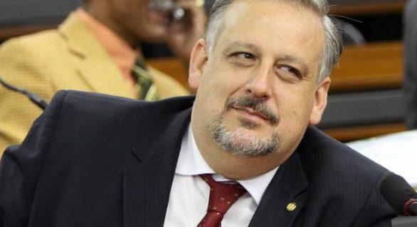 Berzoini: orientação de Dilma é evitar exploração eleitoral da CPI da Petrobras