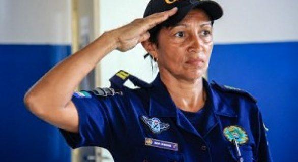 Servidora pública recebe Comenda Selma Bandeira
