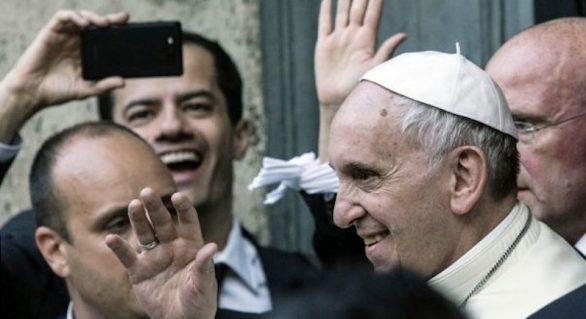 Papa Francisco 'dribla' políticos brasileiros em Roma