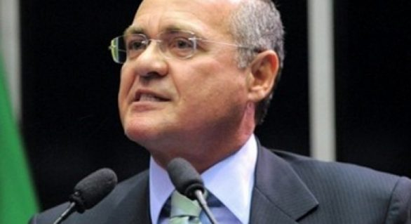 Renan decide instalar CPI da Petrobras no Senado no dia 6