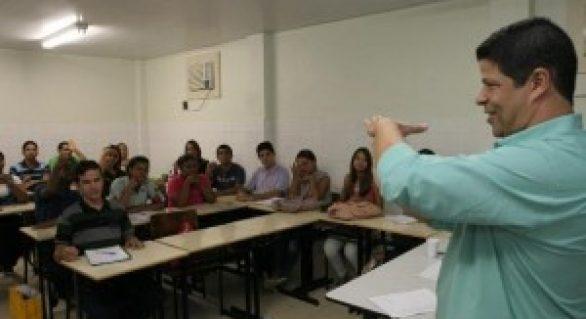 Governo oferece Curso Básico de Libras para professores do Estado