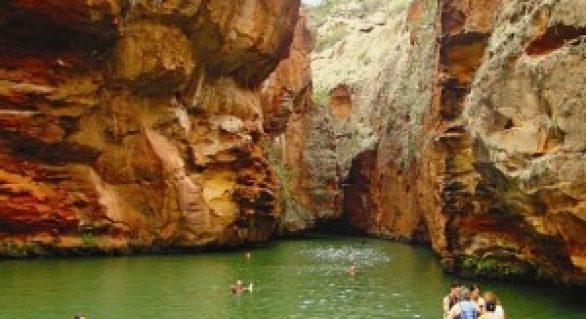 Paredões de pedra proporcionam belo visual em Delmiro Gouveia