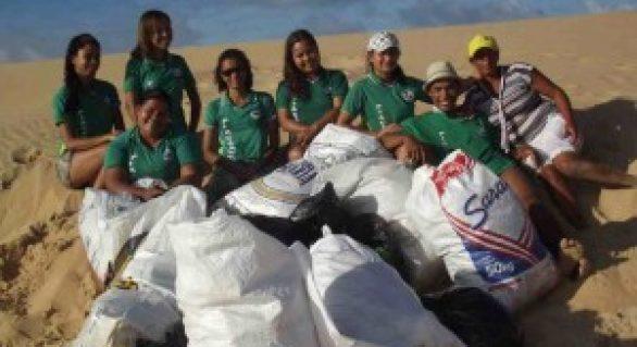 Jovens de Piaçabuçu realizam mutirão de limpeza na foz do São Francisco