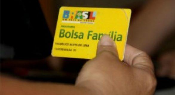 Bolsa Família: saque de novos benefícios deve ser feito até dia 31
