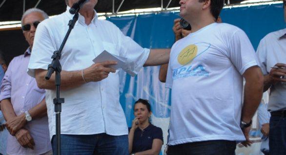 Cooperativa homenageia governador Teotonio Vilela durante Festa do Leite