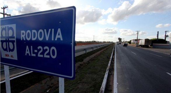 Governador entrega estradas e restaurações na Região Agreste