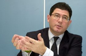 Progressividade diminui impacto na Previdência Social em R$ 50 bilhões, diz Levy