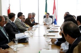 Governador se reúne com dirigentes e defende redução de despesas