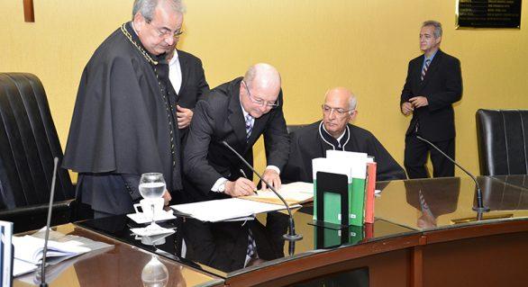 Fernando Toledo toma posse como conselheiro do TCE/AL