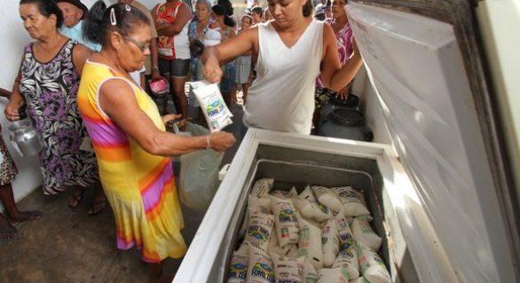 Governador garante recursos para programa do leite até final de 2016