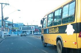 Após adesão dos municípios ao transporte escolar, governador veta Passe Livre