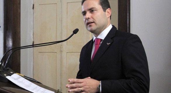 Renan Filho sanciona lei e rateio da Educação começa a ser pago nesta quarta-feira