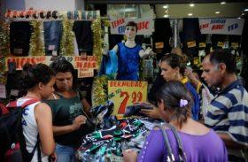 Vendas do comércio caem 6,9% em agosto, pior em 12 anos