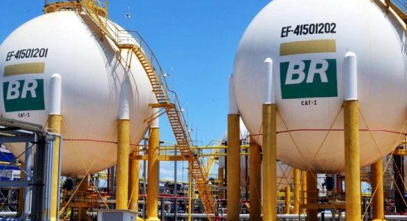 Petrobras fecha acordo para venda de nafta à Braskem