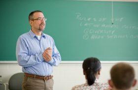 Piso salarial dos professores sobe 11,36% e passa a ser de R$ 2.135