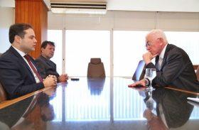 Governador sugere maior independência do NE durante encontro com ministro