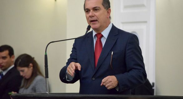Líder do governo, Ronaldo Medeiros deve trocar PT pelo PMDB