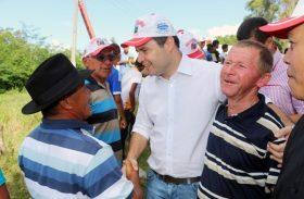 Renan Filho vai a Junqueiro e sela aliança política com família Pereira
