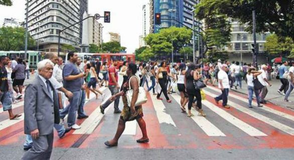 População brasileira cresce 0,83% de 2014 para 2015