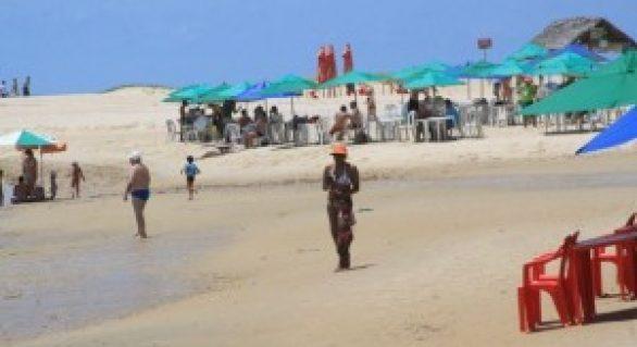 Capacitação beneficia trabalhadores do turismo na praia do Gunga, em Roteiro