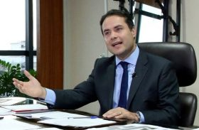 """Renan Filho prepara """"reforma"""" administrativa no governo para janeiro"""