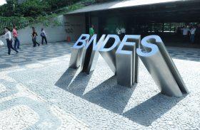 Desembolsos do BNDES caem 28% em 2015
