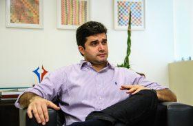 No rastro de RF, Rui Palmeira pode parcelar reajuste de servidores de Maceió