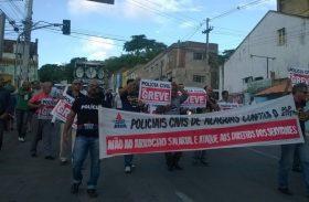 Sem tiros, sem confronto: governo quer vencer greve da PC no diálogo