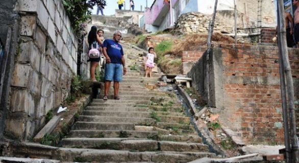 Estado inicia obras de escadarias e pontilhões nas grotas de Maceió