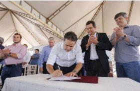 Álvaro Almeida comemora assinatura de ordem de serviço de BR no Carié