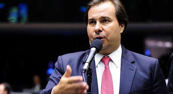 """""""Não vai ter jeitinho brasileiro"""", diz Maia sobre novas regras para eleições municipais"""